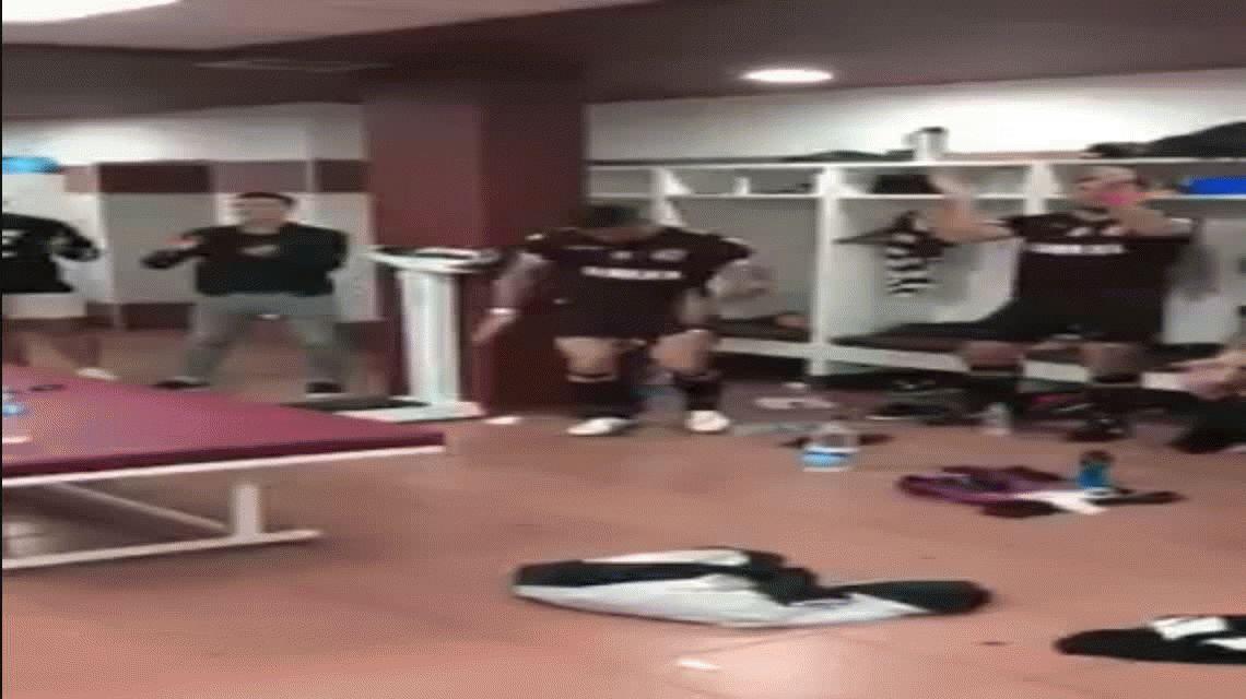 Los jugadores de Lanús se burlaron de Brian Sarmiento tras ganar el clásico