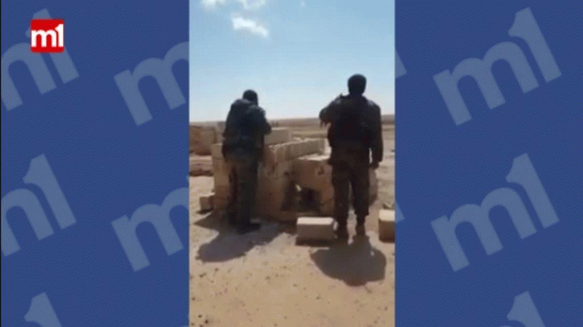Siria: terroristas de ISIS vuelan en pedazos en un puesto de control