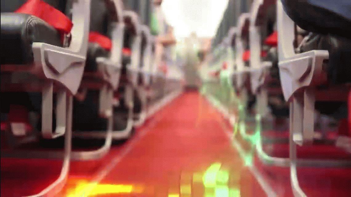 ¿La forma de ganarle a las low cost? Línea aérea tiene azafatas en bikini y es un gran éxito