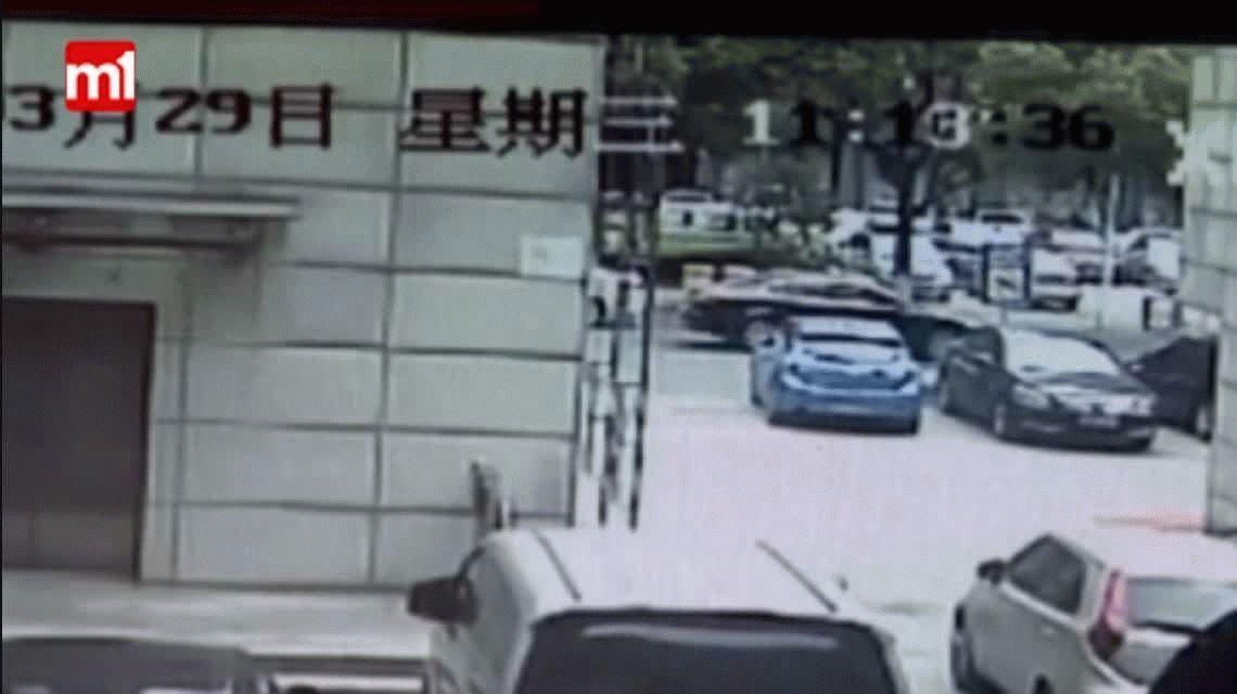 China: se cayó desde 8 metros de altura y lo salvó un maestro de artes marciales