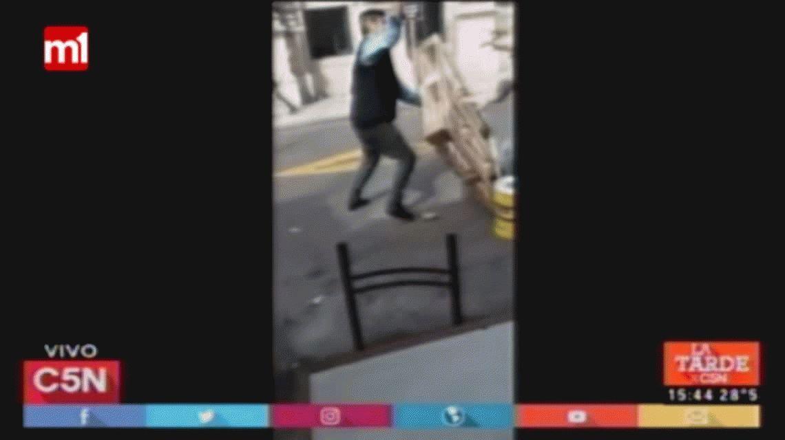 Un roce entre un auto y un colectivo  terminó en una violenta pelea en Once