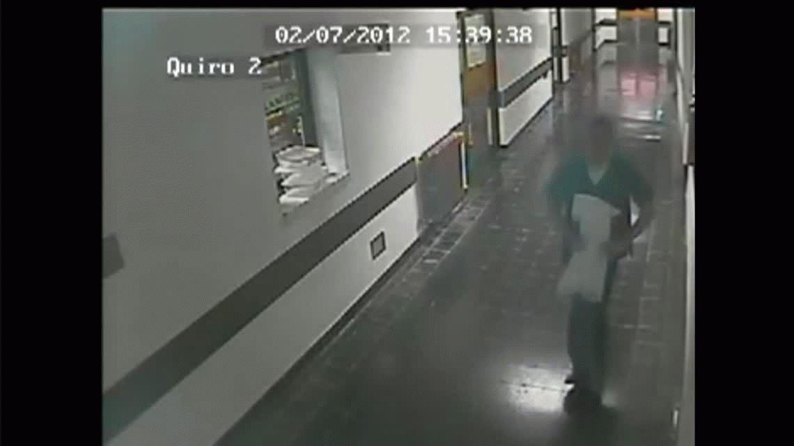 Condenan a un médico por robarle a un hospital público: el video que lo incriminó