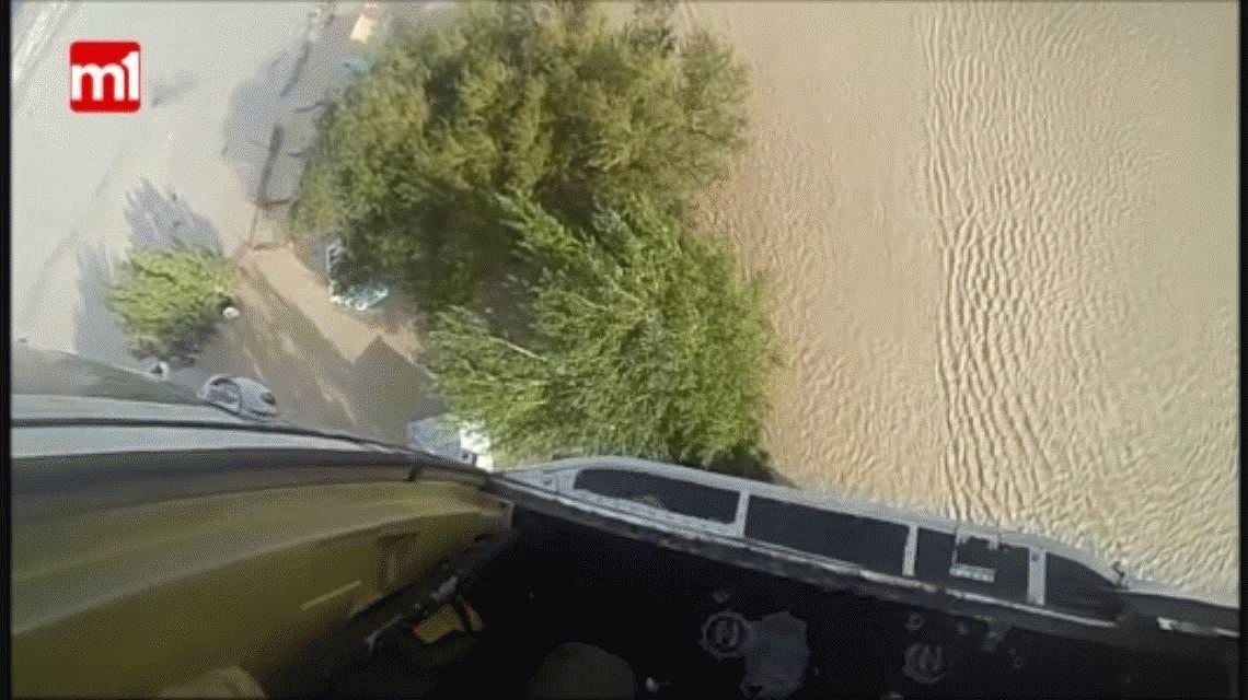 VIDEO: Así rescatan con un helicóptero a un inundado en Comodoro Rivadavia