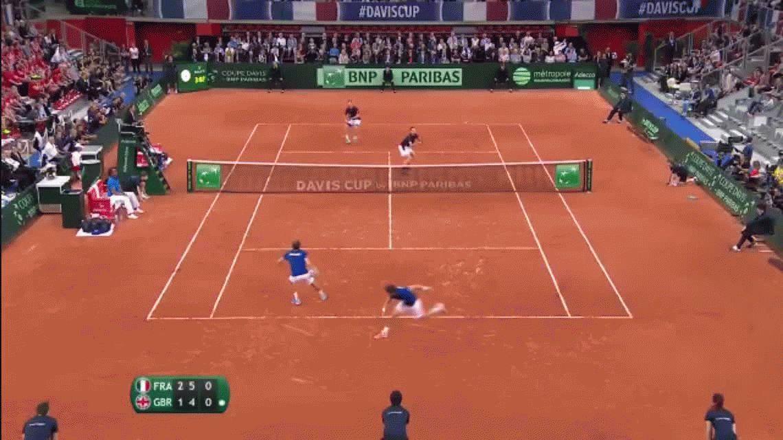 Nunca visto: Nicolas Mahut siguió jugando un punto ¡desde la tribuna!