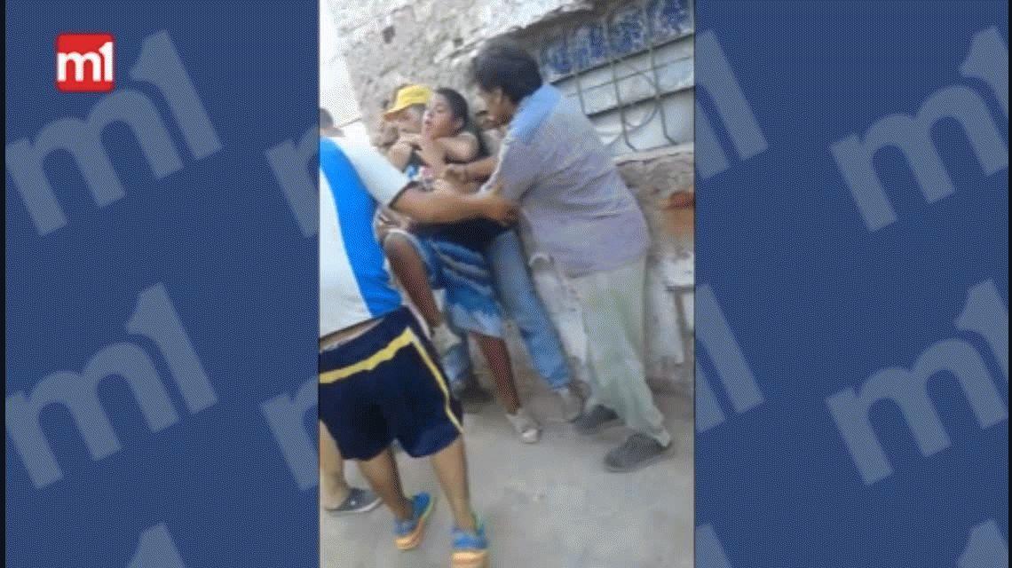 VIDEO: Narcos ahorcan a un chico para que venda droga en Santa Fe
