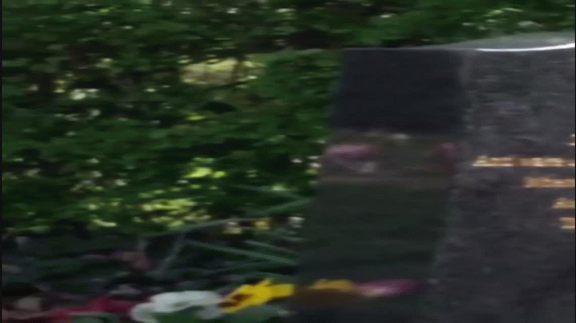 VIDEO: La señal que recibió una mamá al visitar la tumba de su hijo