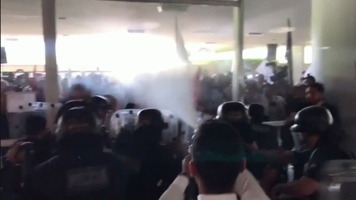 VIDEO: Disturbios en el Congreso de Brasil tras la aprobación de la reforma jubilatoria