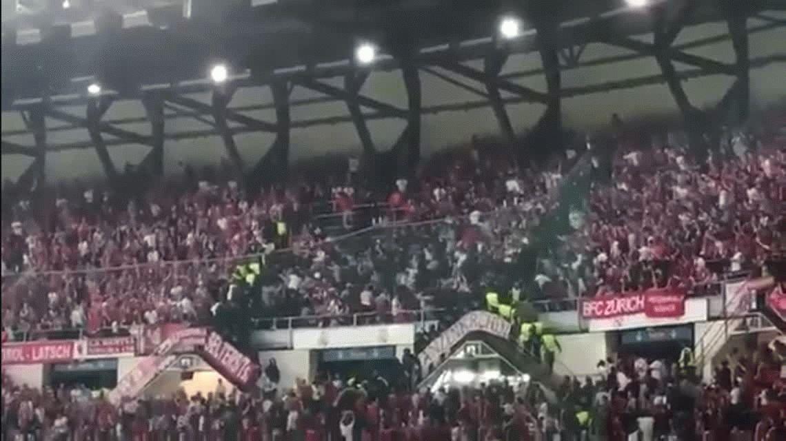 VIDEO: hinchas del Bayern Munich se enfrentaron con la policía en Madrid
