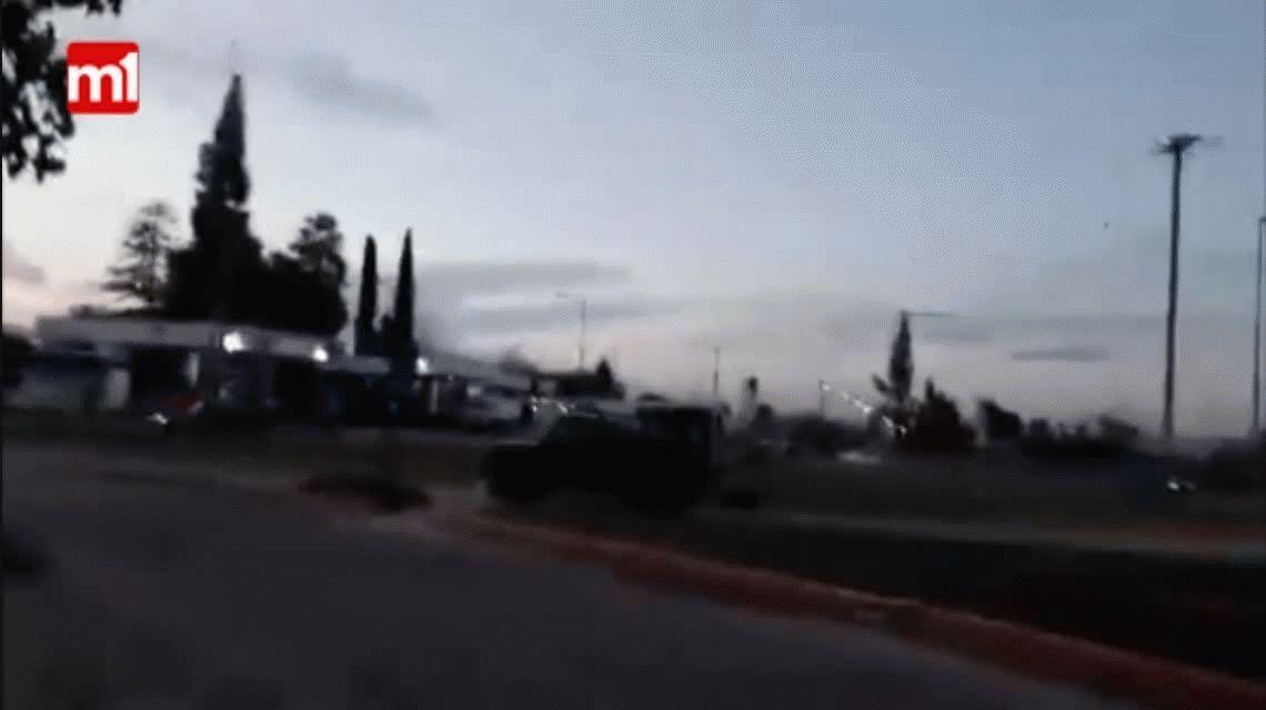 VIDEO: Escrachan a una familia que ató a un perro a la camioneta y lo arrastró