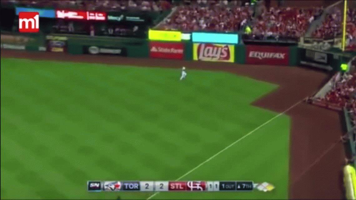 Chris Coghlan realizó una pirueta nunca vista en un partido de béisbol