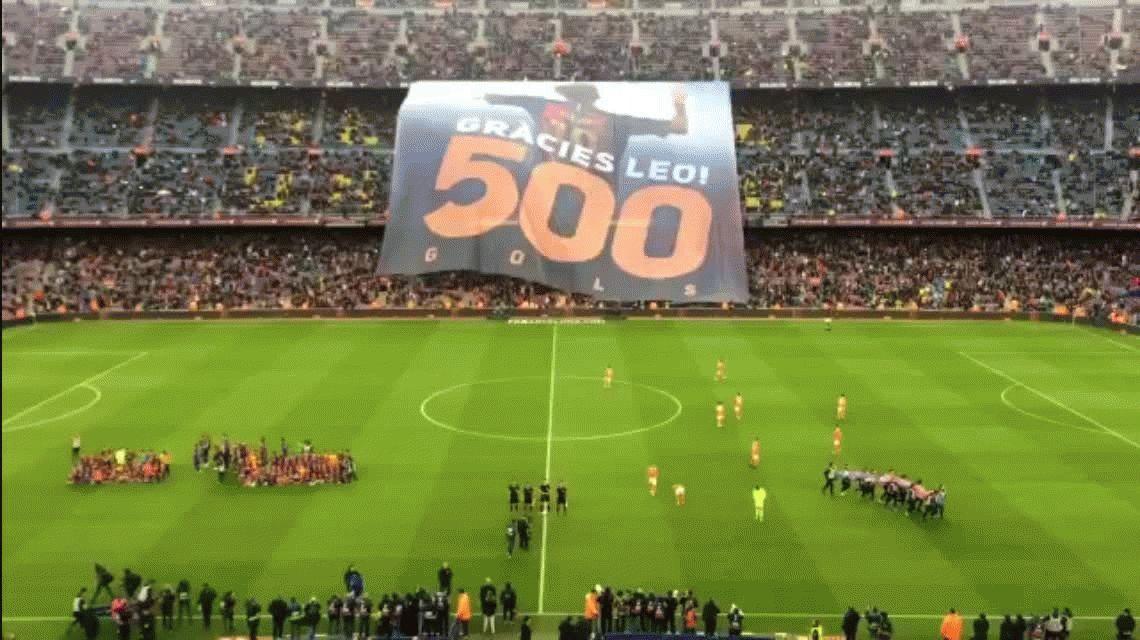 Gracias Leo, la bandera con la que Barcelona celebró los 500 goles de Messi