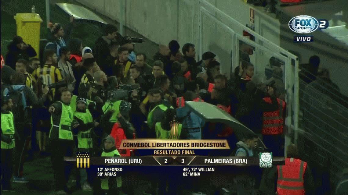 Peñarol y Palmeiras termina con peleas de jugadores e hinchas