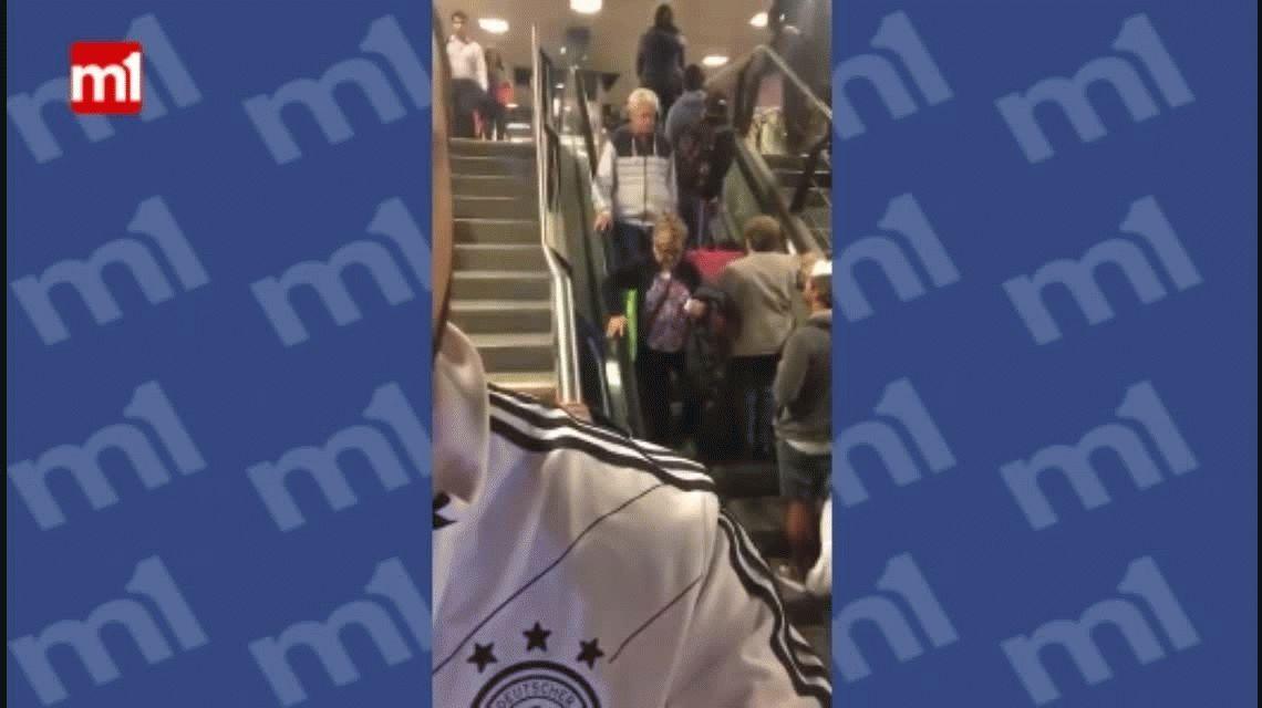 VIDEO: Perdieron media hora intentando bajar una escalera que subía