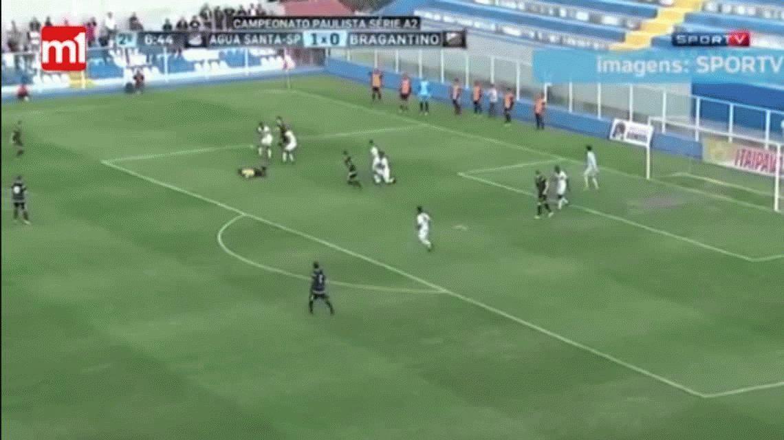Espeluznante: un árbitro se fracturó en un partido del Ascenso de Brasil