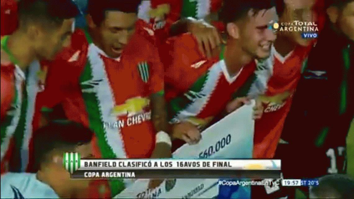Banfield venció a Chaco For Ever y Brian Sarmiento se robó el cheque de premio