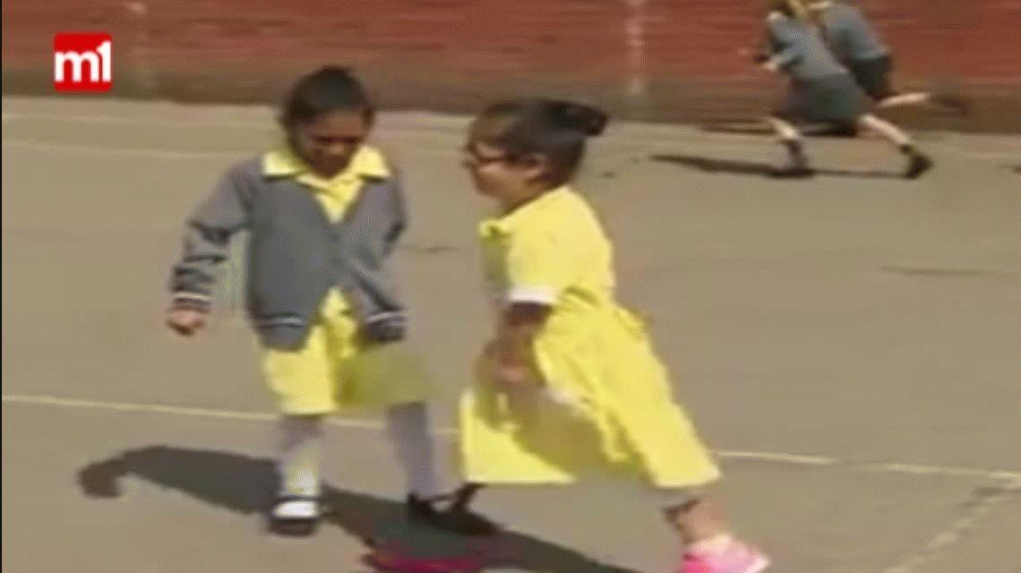 Una nena mostró con orgullo su prótesis y el video se viralizó