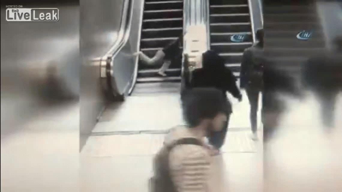 Turquía: así una escalera mecánica estrujó la pierna de un nene