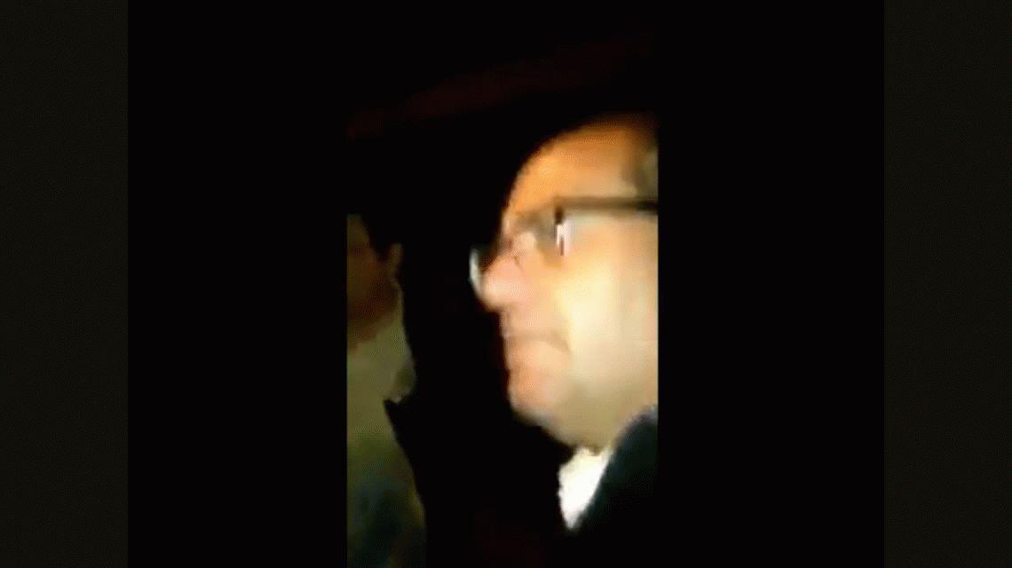 VIDEO: Así detuvieron y golpearon a un docente por defender a sus alumnos