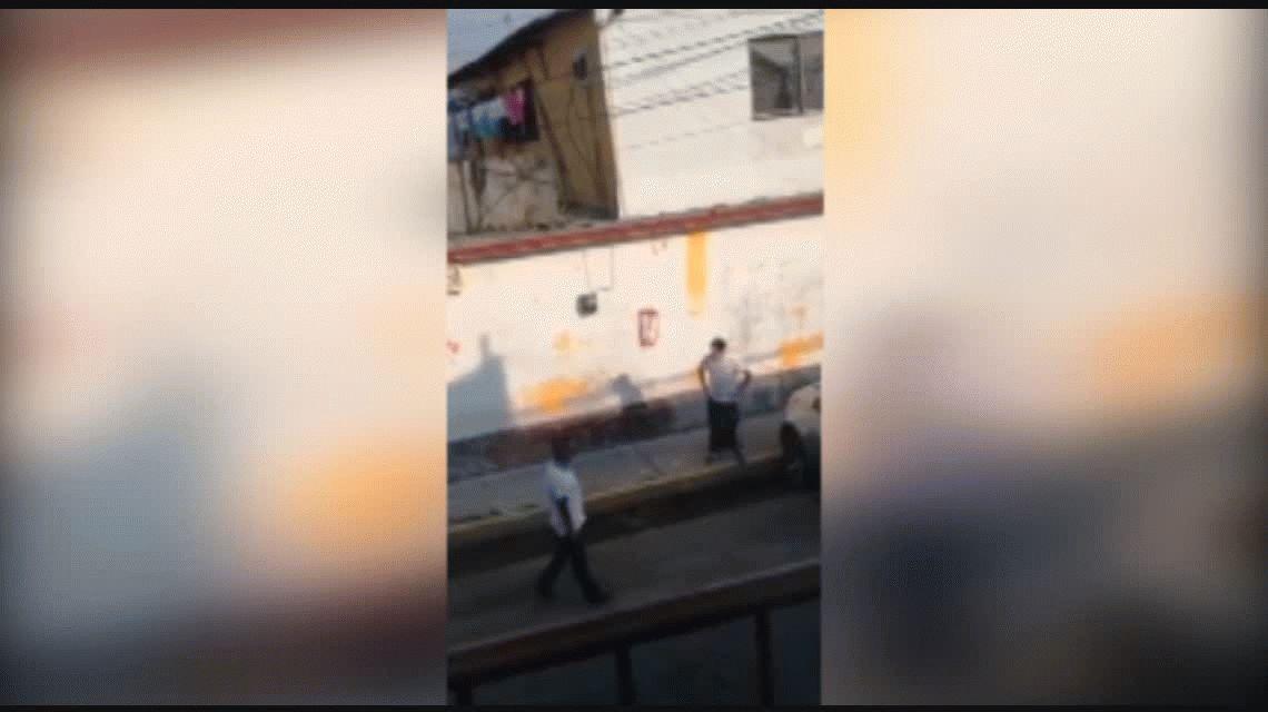México: lo ayudaron a sacar el auto y les agredió a los tiros