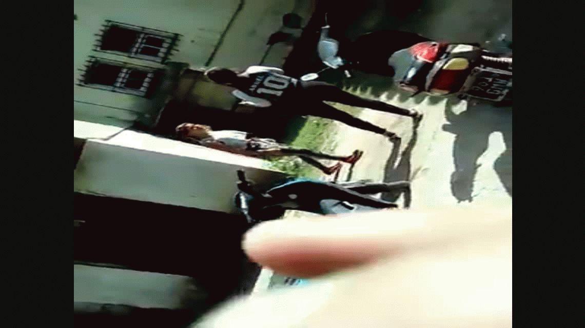 VIDEO: Una chica acusa a otra meterse con su novio y terminan a las piñas