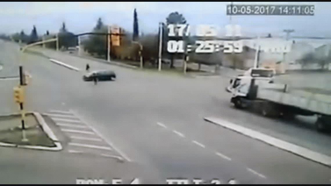 El imperdible gesto de un camionero con un ciclista en Mendoza