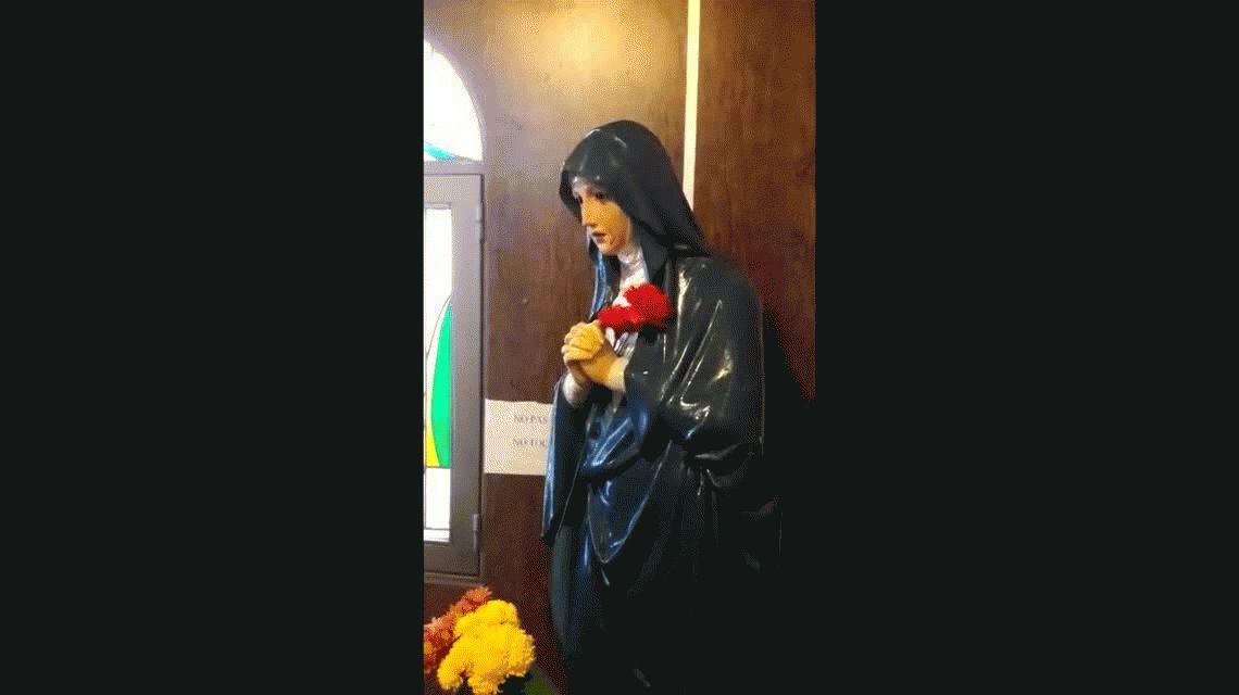 Aseguran que la estatua de una virgen lloró sangre