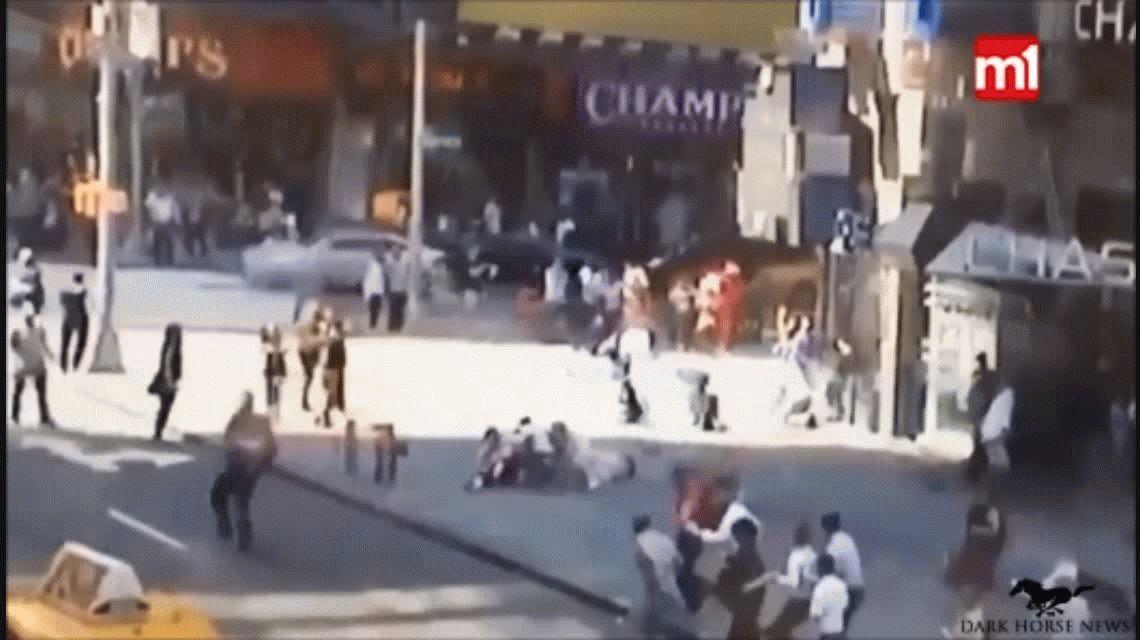 VIDEO: Así fue el accidente de Times Square que atropelló a 22 personas y mató a una