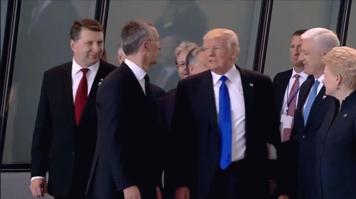 Otro gesto de Trump: empujó al primer ministro de Montenegro