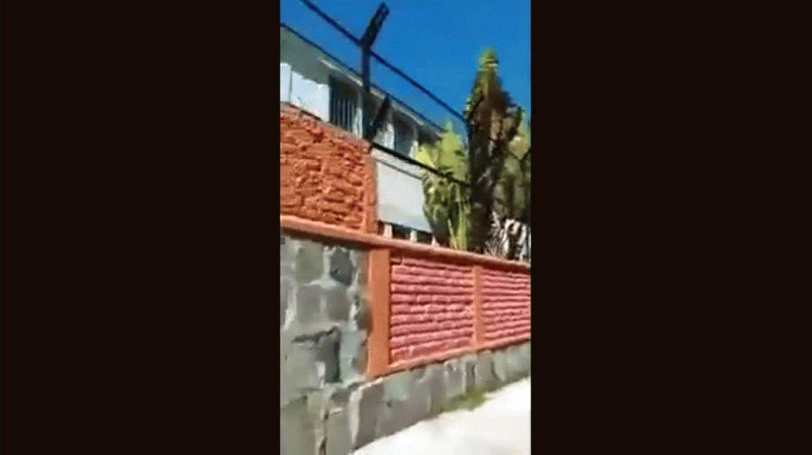 VIDEO: Encontró al novio de su hija con otra y no le pegó porque es cristiano