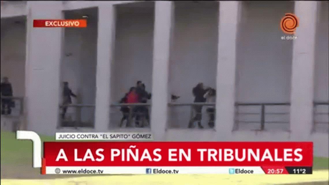 Brutal pelea en Tribunales entre la familia del Sapito Gómez y Emanuel Balbo