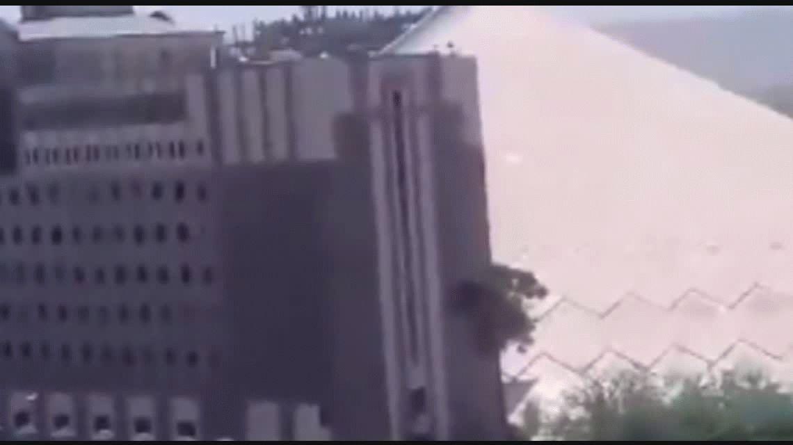 VIDEO: Así fue el tiroteo en el parlamento de Irán