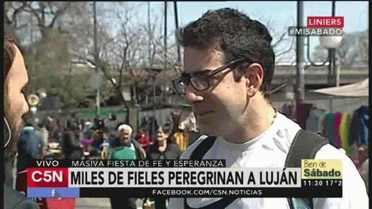 Miles de fieles caminan hacia Luján