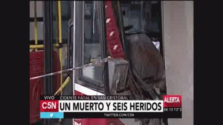 Un colectivo y una camioneta chocaron en San Cristobal. Hay un muerto.