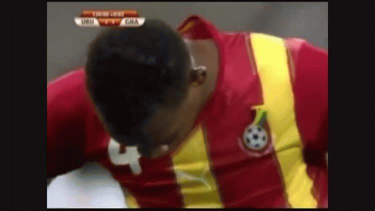 Luis Suárez evitó el gol de Ghana con la mano y fue expulsado en el Mundial de Sudáfrica 2010
