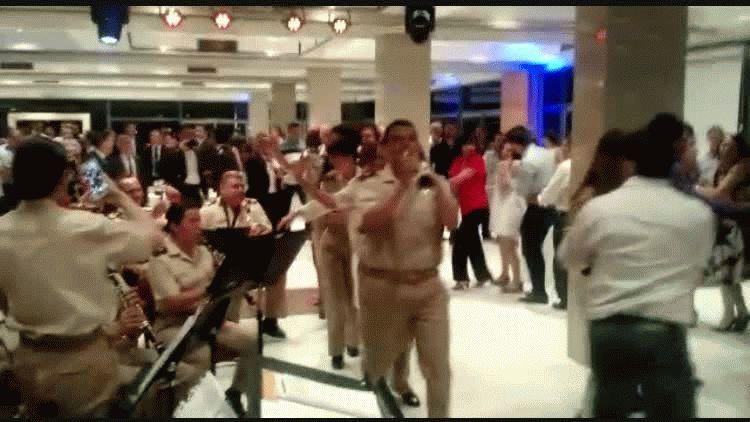 Patricia Bullrich bailando en el trencito