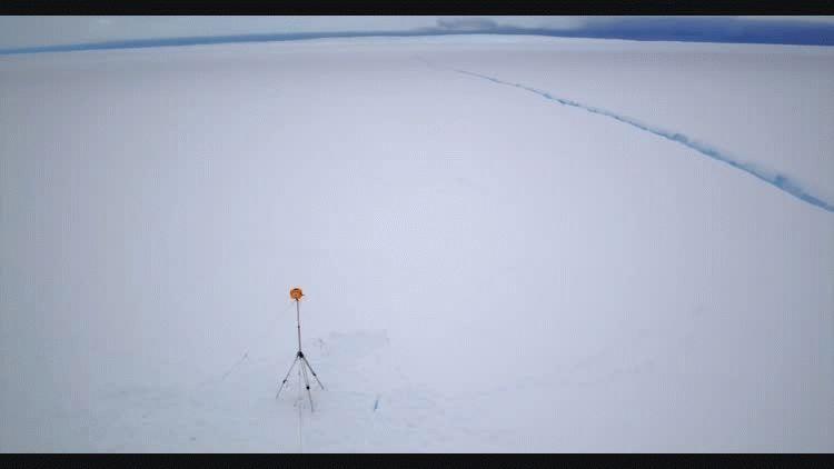 Grieta en la base antártica Halley VI - Crédito:AntarcticSurvey