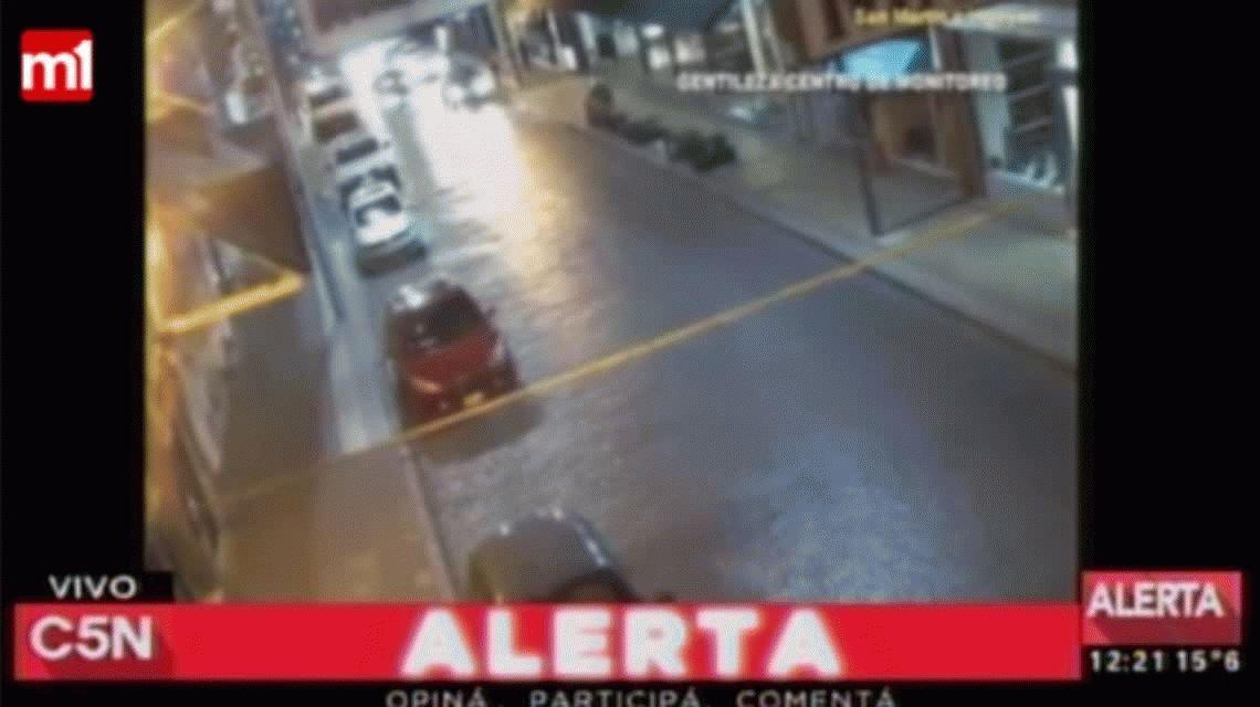 VIDEO: quiso evadir un control policial y arrastró a un agente en el capot