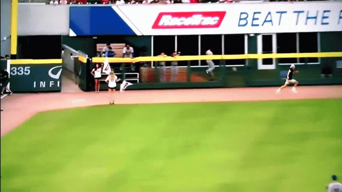 VIDEO: Ganaba la carrera, pero festejó antes de tiempo
