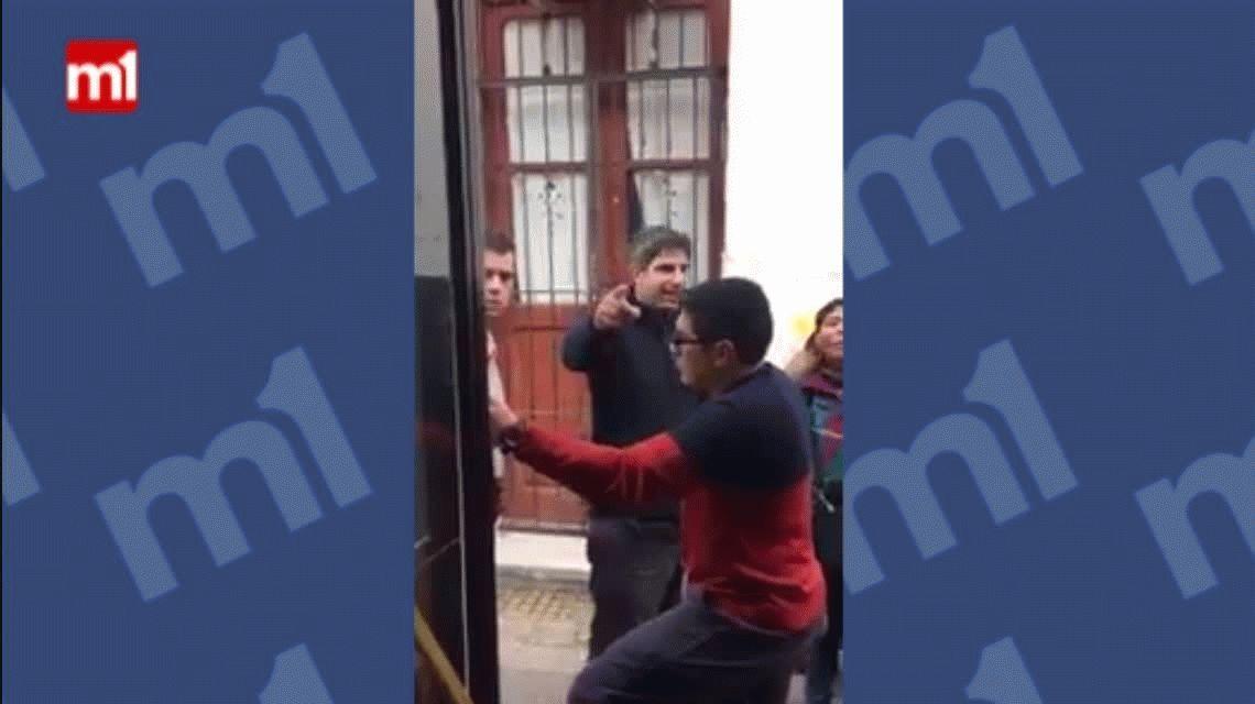 VIDEO: Brutal pelea entre un colectivero y un remisero por un choque