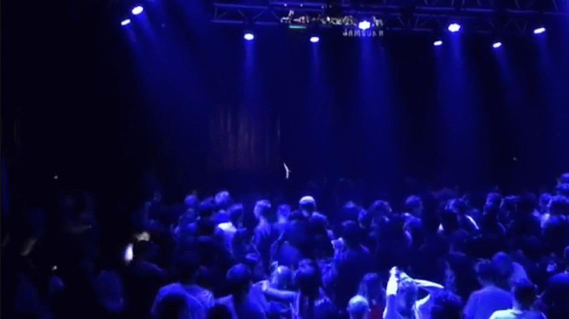 Volvió a cantar Gustavo Cordera e hizo subir mujeres al escenario para que lo tocaran