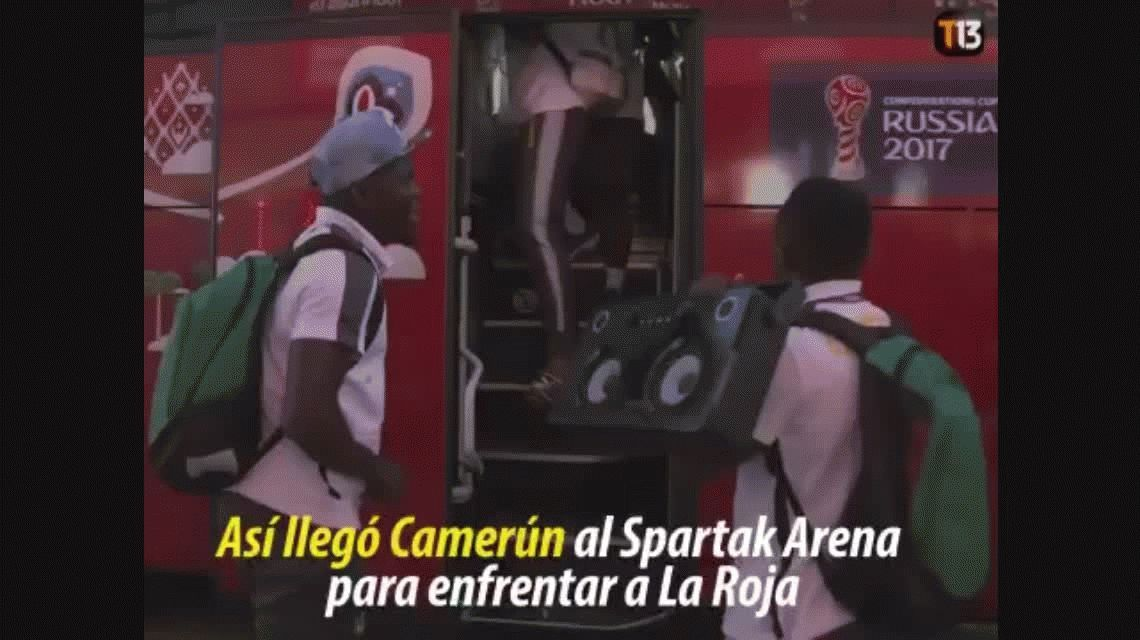 La curiosa llegada del plantel de Camerún antes del partido con Chile
