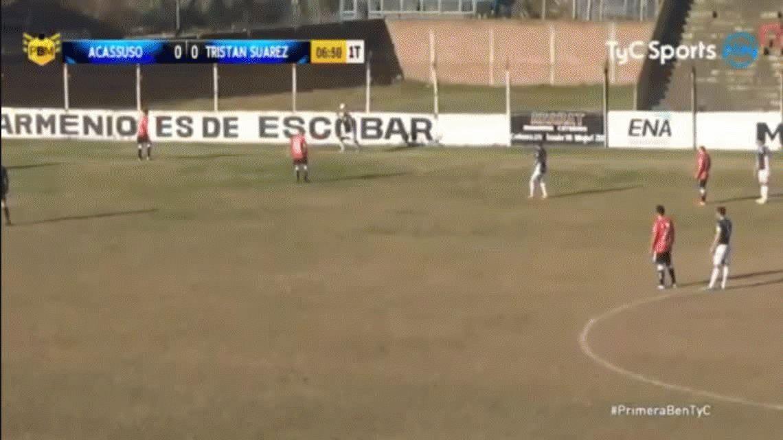 Pase a lo Román: el árbitro participó de un gol de Acassuso ante Tristán Suárez