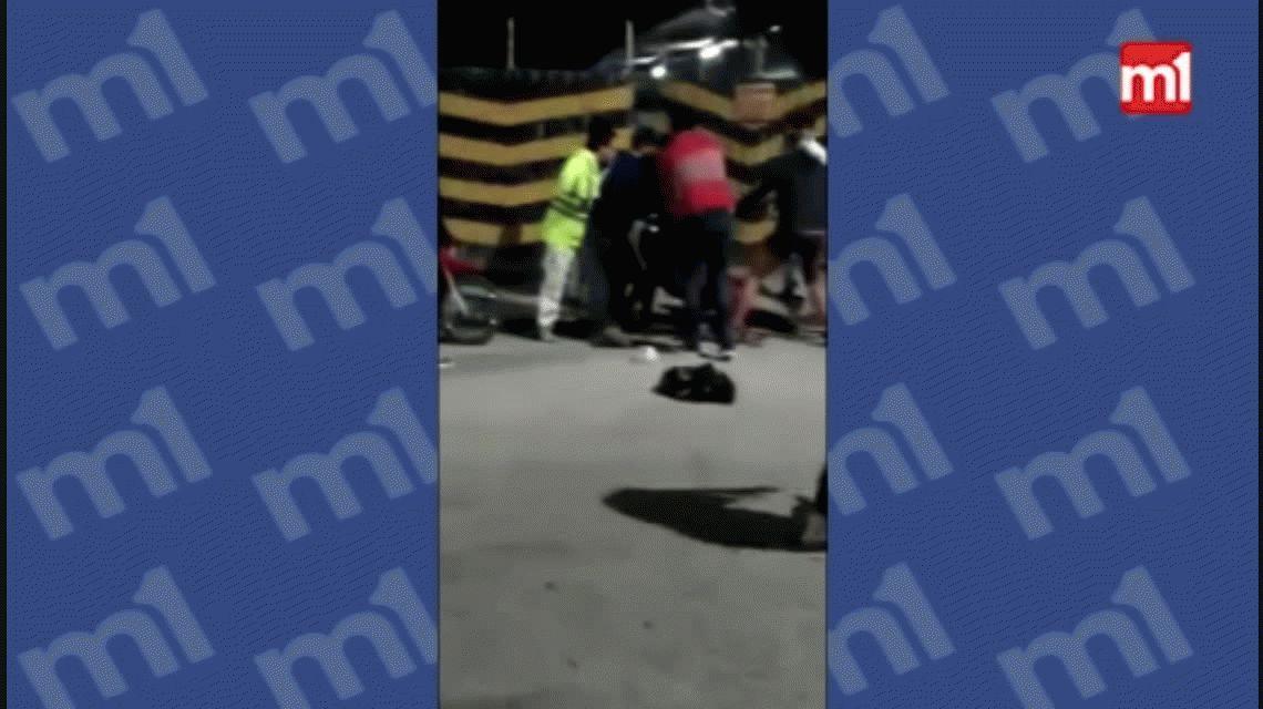VIDEO: Intentó robar un celular, lo atraparon y le dieron una brutal golpiza