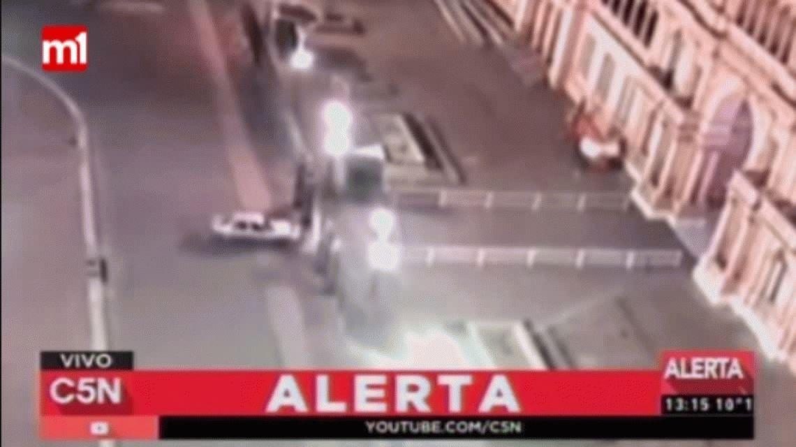 El hombre que chocó con un auto contra la Casa Rosada es inimputable