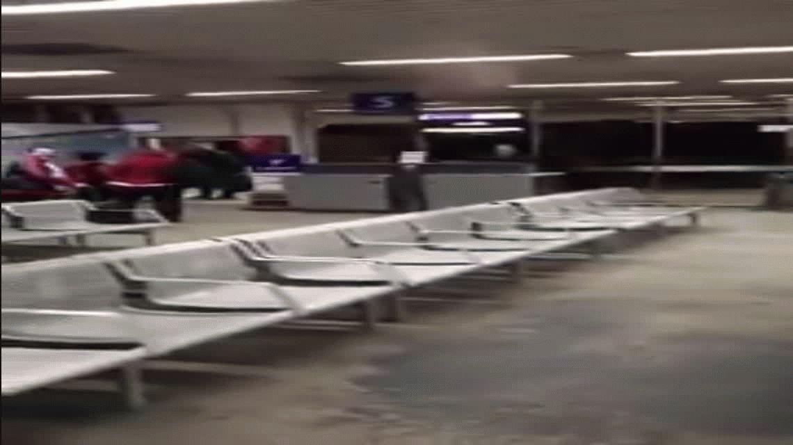 Tenso cruce entre José Luis Chilavert e hinchas de River en pleno aeropuerto
