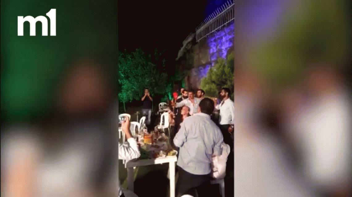 VIDEO: Disparó al aire en su boda, perdió el control y baleó al fotógrafo