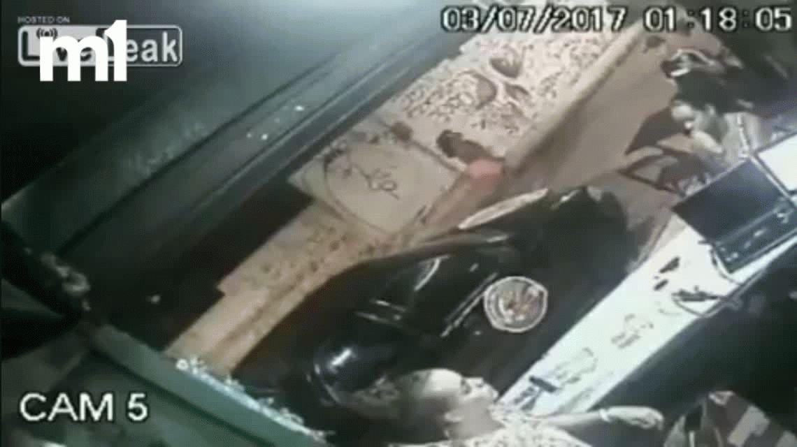 VIDEO: Un sicario acribilla a tiros al dueño de un bar en Brasil