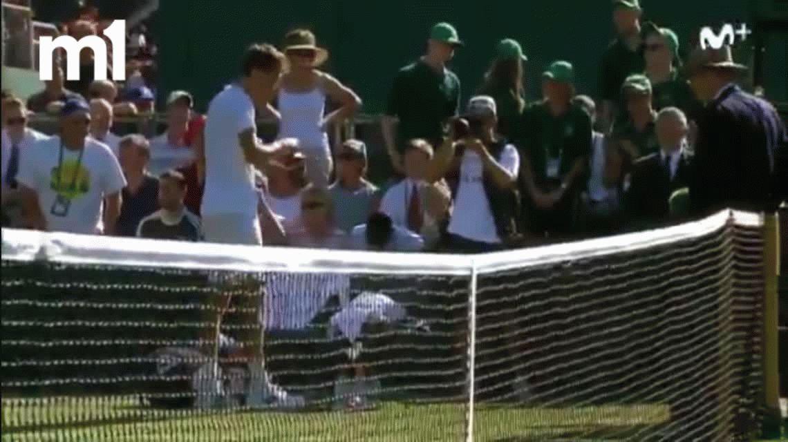 VIDEO: Daniil Medvedev, indignado, le tiró monedas a la jueza de silla en Wimbledon