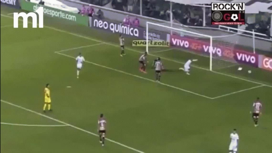 Jonathan Copete hizo tres goles en Santos e impresionó con quemaduras en su cuerpo