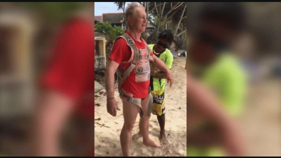 VIDEO: Un australiano se cayó haciendo parasailing en Tailandia y murió